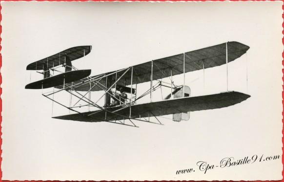 histoire-de-laviation-le-18-octobre-1909-Le-Compte-de-Lambert-sur-Wright-va-boucler-la-tour-Eiffel-dans-le-premier-vol-sur-Paris-