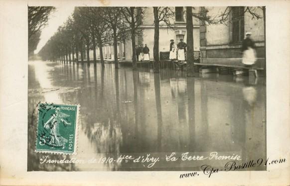 Carte Postale Ancienne - Inondation de 1910 - Hospice d'Ivry - La terre Promise