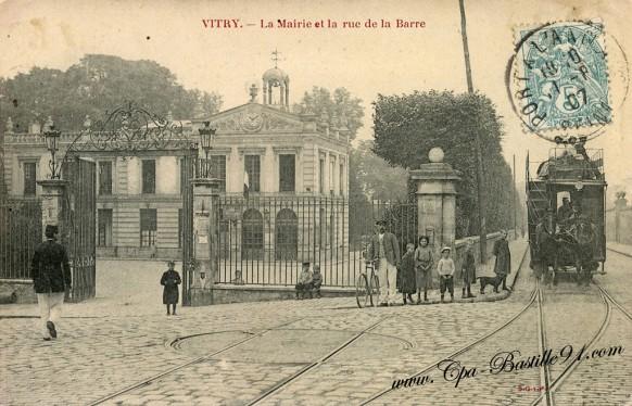 Vitry sur Seine - La Mairie et la rue de la Barre