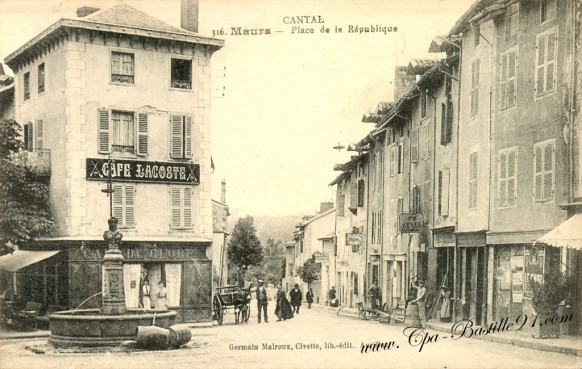 Carte Postale Ancienne - Cantal - Maurs - Place de la République