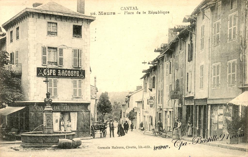 Carte postale ancienne u cantal u maurs u place de la république d