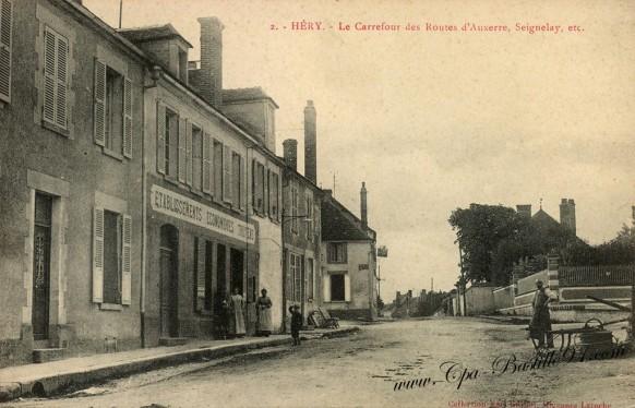 Carte Postale Ancienne - Héry - Le Carrefour des routes d'Auxerre - Seignelay