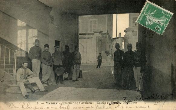 Carte Postale Ancienne - Meaux - Quartier de Cavalerie - Entrée et escalier d'Honneur
