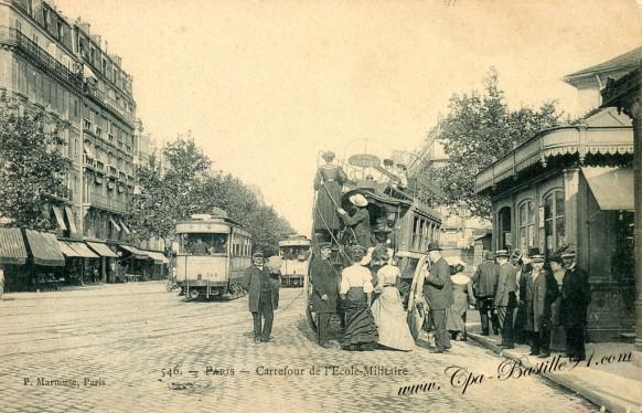 Paris - Carrefour de l'école militaire en omnibus à l'impériale