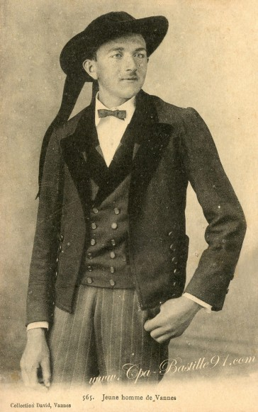 Carte Postale Ancienne - Un Jeune homme de Vannes