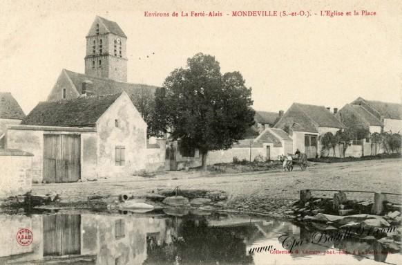Carte Postale Ancienne - Mondeville - l'église et la Place