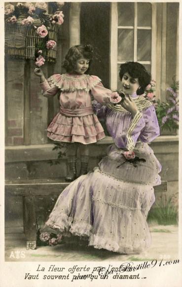 Carte postale Ancienne-La Fleur offerte par l'enfant vaut souvent plus qu'un diamant