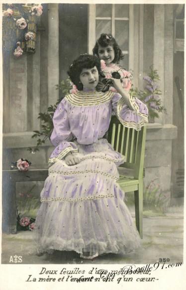 Carte postale Ancienne - Deux feuilles d'une même fleur - La mère et l'enfant n'ont qu'un Coeur