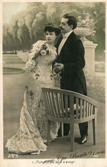 Carte Postale Ancienne - Flirter c'est déjà s'aimer en 1900
