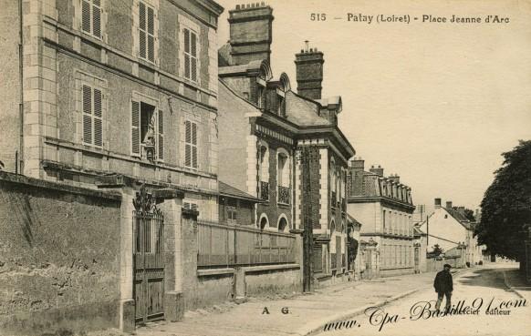 Carte postale Ancienne - Patay - Loiret - Place Jeanne d'Arc