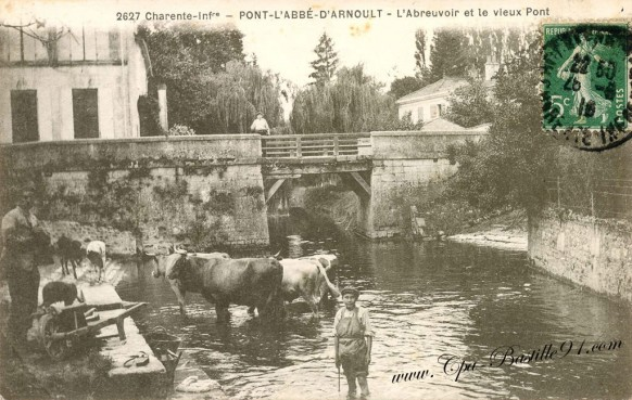 Pont l'Abbé d'Arnoult - l'Abreuvoir et le vieux pont