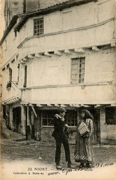 Carte Postale Ancienne de Niort - La petite accordéoniste