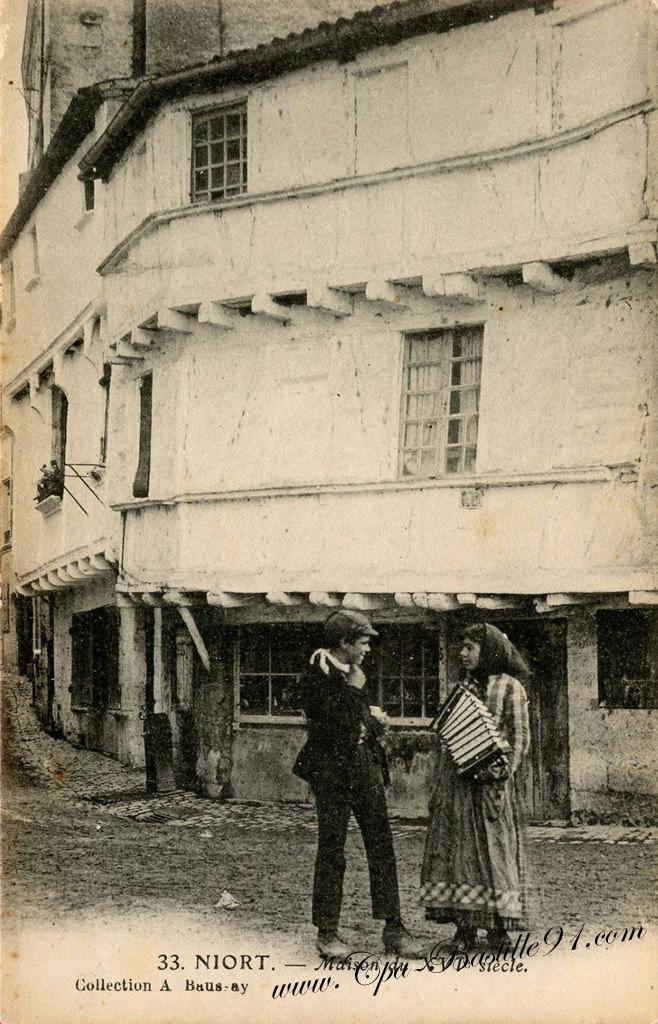 Carte Postale Ancienne de Niort - La petite accordéoniste | Cartes Postales Anciennes
