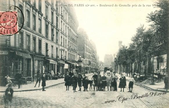Carte Postale Ancienne - Boulevard de Grenelle pris de la rue Violet
