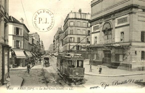 Carte Postale Ancienne - La rue de la Croix Nivert et son Tramway