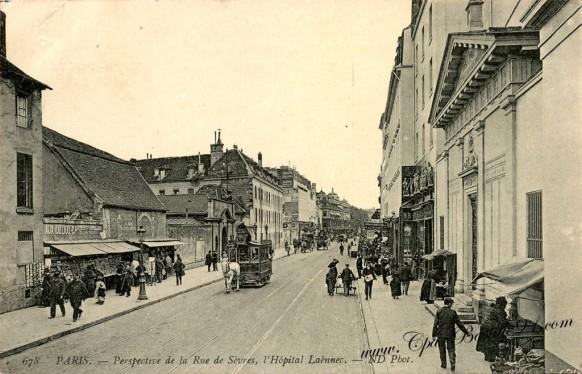 Cartes Postales Anciennes - Paris la rue de sèvres et l'hôpital Laennec -