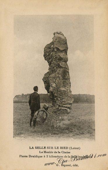carte-postale-ancienne-La-selle-sur-le-Bied-Le-Menhir-de-la-Chaise