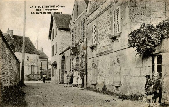 Cartes Postales Anciennes - La Villetertre - Rue Trésorière et le bureau de poste