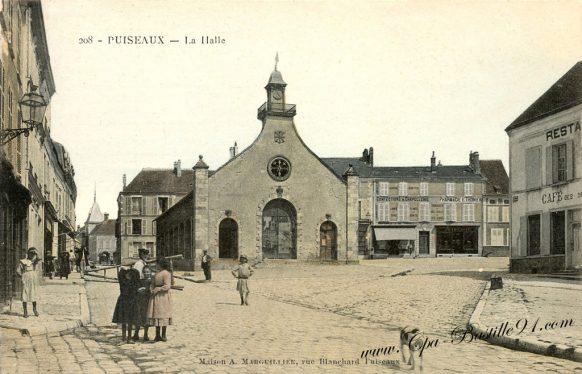 Carte Postale Ancienne de Puiseaux - La Halle