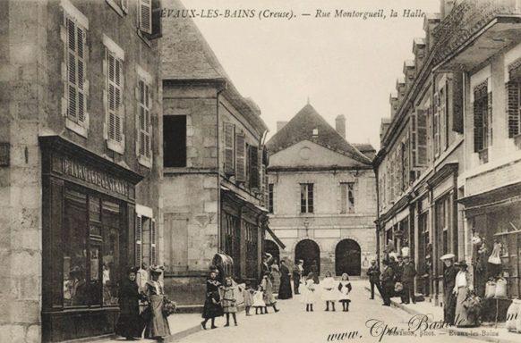 Évaux-les-Bains - Rue Montorgueil - La Halle dans les années 1900