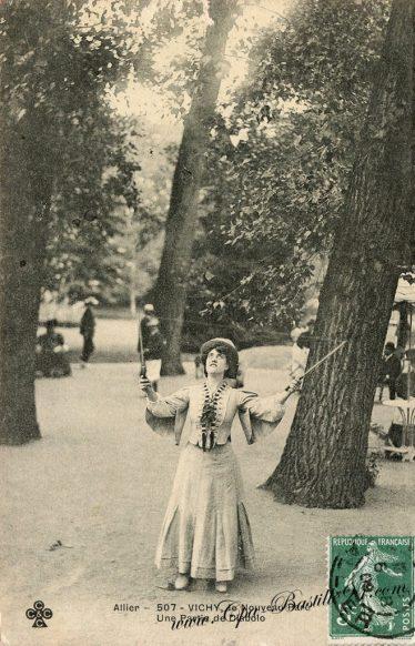 Vichy-le-nouveau-parc-une-partie-de-Diabolo