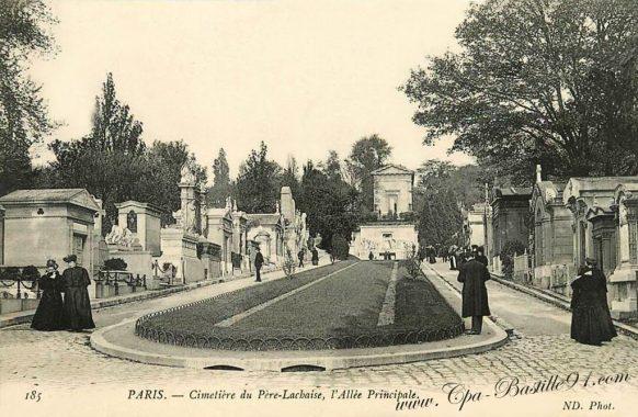 Le Cimetière du Père-Lachaise - l'Allée Principale en 1900