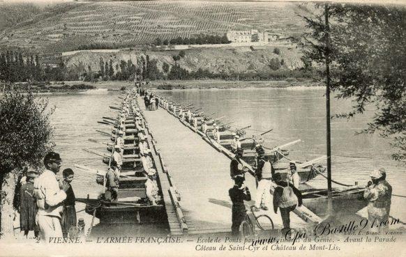 carte-postale-ancienne-vienne-larmee-française-école-de-ponts-par-le-regiment-du-genie