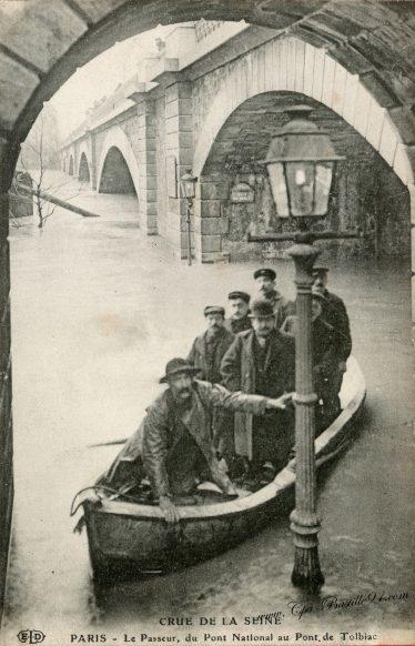 Crue de la Seine - Paris 1910 - Le passeur du pont National au pont de Tolbiac