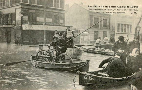 La Crue de la Seine en 1910 - Pontonniers sur Bachot et marins sur Youyous vont au secours des sinistrés