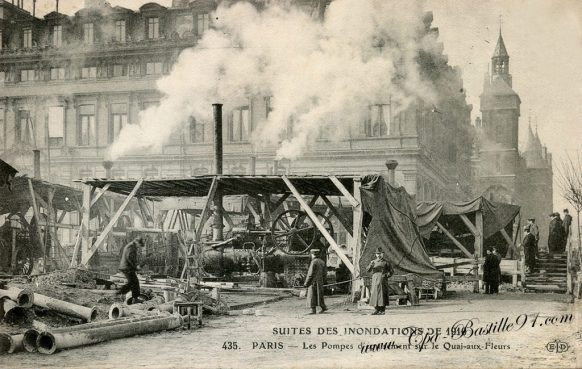 Suite des inondations de 1910 - les pompes d'épuisement sur les Quais aux Fleurs