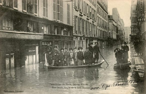 Inondations de Paris en 1910 Rue Jacob à l'angle de la rue Bonaparte