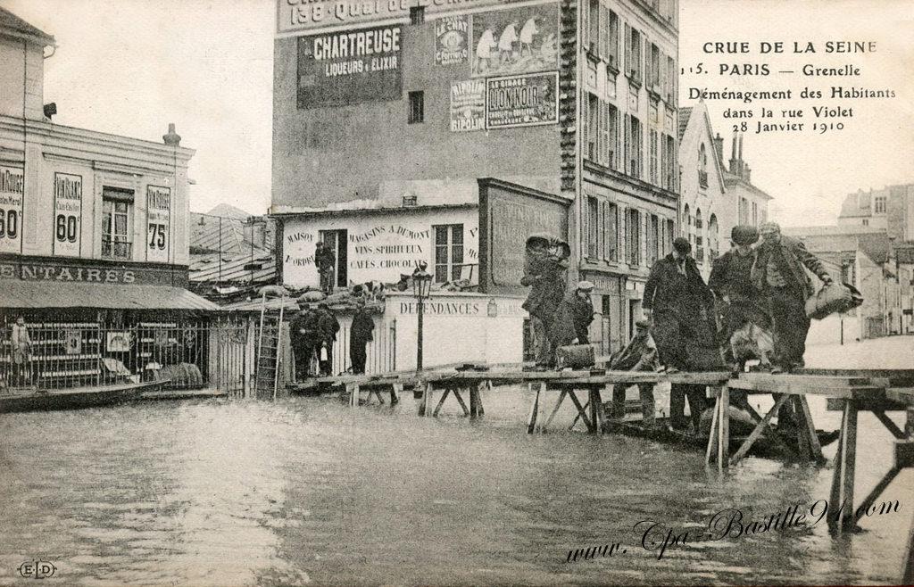 crue de la seine paris 28 janvier 1910 d m nagement des habitants dans la rue violet. Black Bedroom Furniture Sets. Home Design Ideas