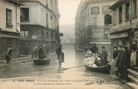 Paris Inondé - cliché du 28 Janvier 1910 - ( Crue maximum : 9,50 ) - La place Maubert au quartier Latin