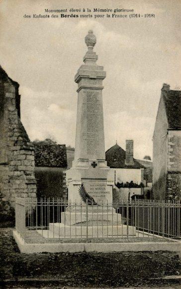 Carte Postale Ancienne de Bordes - Le monument aux morts - Guerre 1914 -1918 - Le monument aux morts