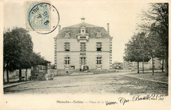 Carte-postale-ancienne-Menetou-salon-place-de-la-Mairie