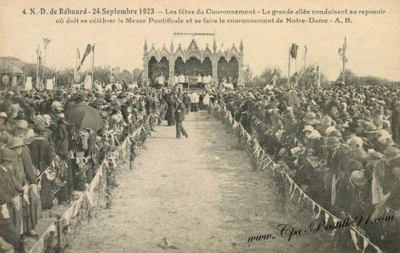 Carte Postale Ancienne - Notre Dame-de-Béhuard - Les fêtes du couronnement