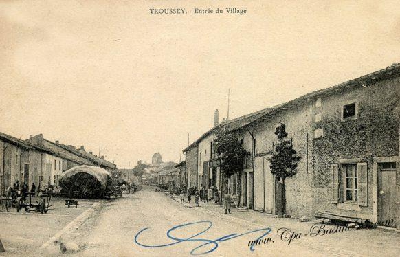 CPA de Troussey - L'entrée du village en 1910
