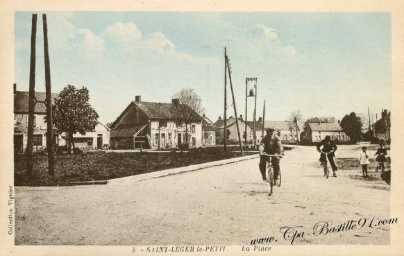 Carte Postale Ancienne - Saint Leger le Petit - La place