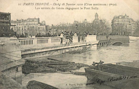 Paris inondé en 1910 - Les soldats du génie dégageant le pont Sully