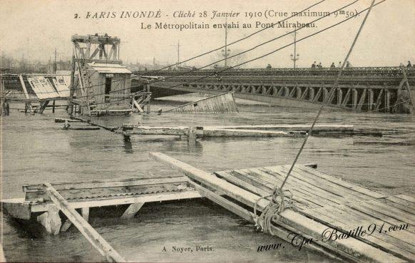 Paris Inondé le métropolitain envahi au pont Mirabeau - Cliché du 28 Janvier 1910 - Crue maximum de 9m50