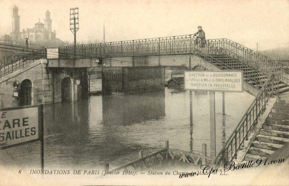 Inondations de Paris en janvier 1910 - La station du Champs de Mars inondée