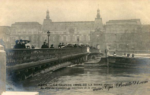 Paris – La Grande Crue de la Seine en 1910 – Le Pont du Carrousel au maximum de la crue