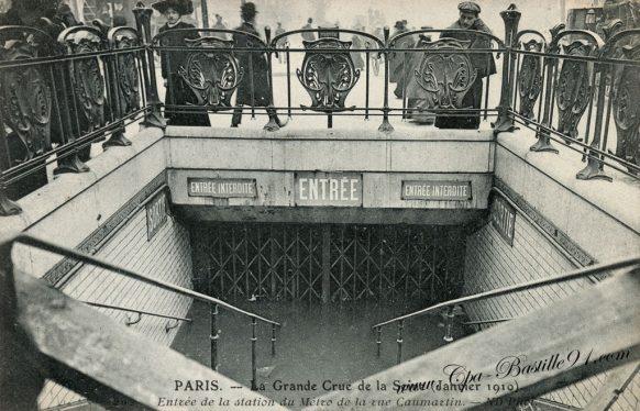 Paris - La Grande Crue de la Seine - Entrée de la station du Métro de la rue Caumartin