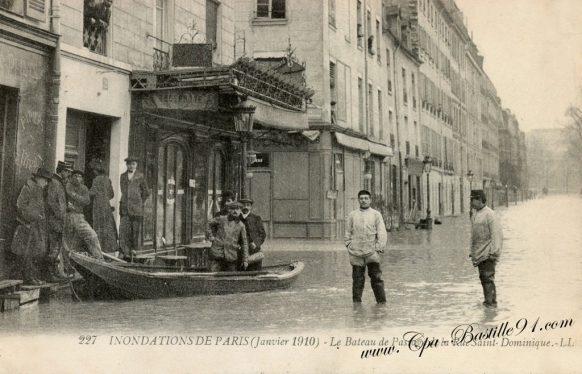 Inondations de paris en janvier 1910 - le bateau de passage de la rue saint Dominique