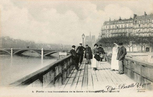 Cartes postales anciennes - Les inondations de Paris en 1910 - L'Estacade quai Henri IV
