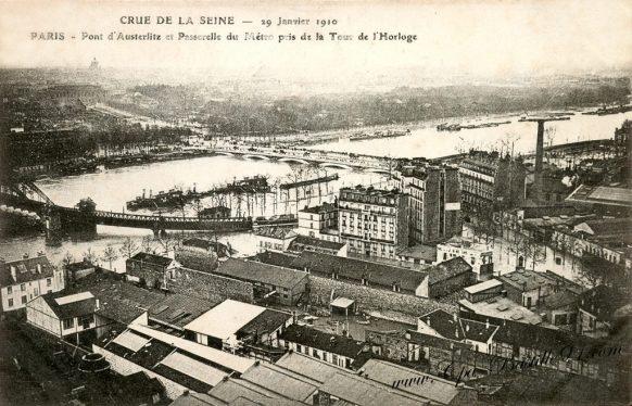 Crue de la Seine le 29 Janvier 1910 – Paris – Pont d'Austerlitz et passerelle du métro prés de la tour de l'Horloge