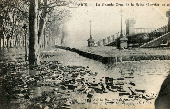 Paris La grande Crue de la Seine de Janvier 1910 - Les pavés de bois du quai de Billy