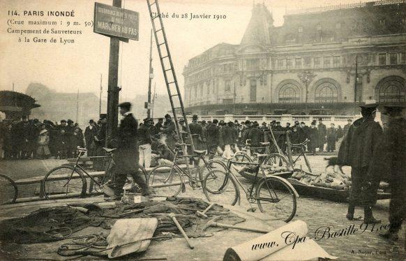 Paris 1910 Inondé - Campement de Sauveteurs à la gare de Lyon