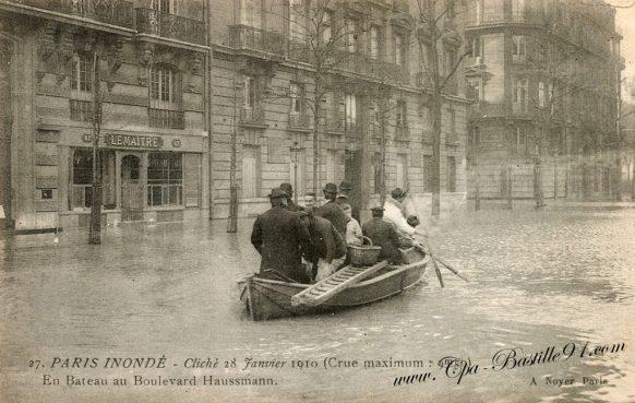 Paris inondé -cliché du 28 janvier 1910 en bateau au boulevard Haussmann