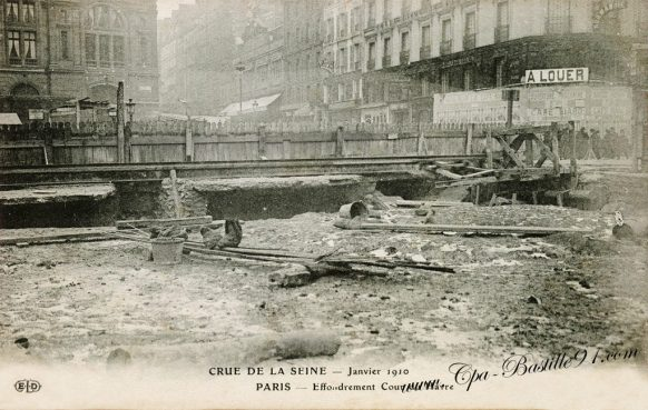 Crue de la Seine en Janvier 1910 - Paris Effondrement cour du Havre